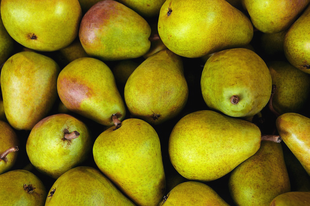 pears in a pile